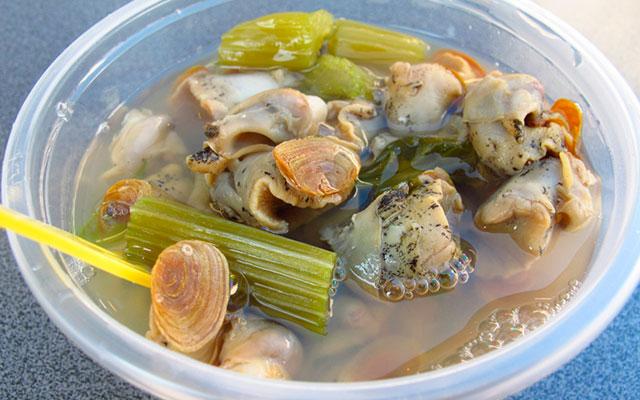 Морские улитки в овощном бульоне