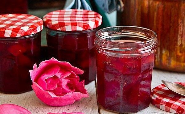 Болгарское варенье из лепестков роз