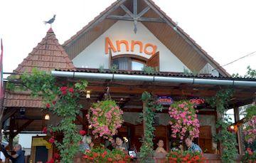 Anna Borozo, ресторан