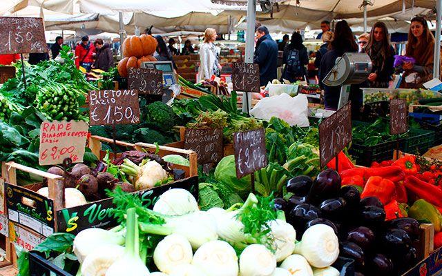 Продукты на рынке в Риме