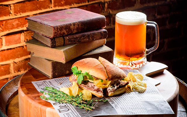 Пиво и сэндвич