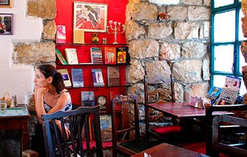 Необычное кафе Tmol Shilshom Cafe