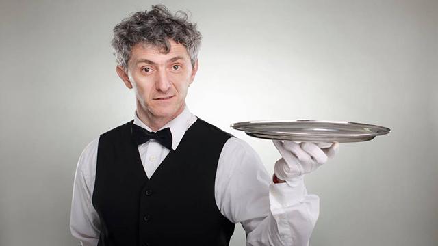Официант с подносом