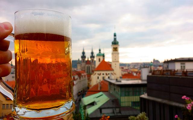 Бокал чешского пива