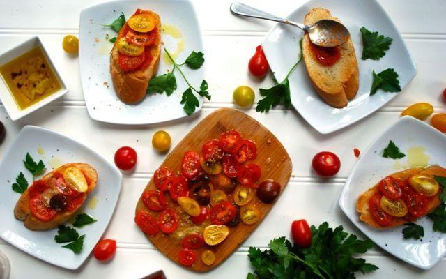 Хлеб с помидорами