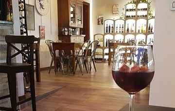 Vinó Enoteca Elmo, Италия