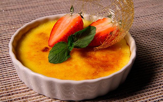 Карамельный десерт крем-брюле