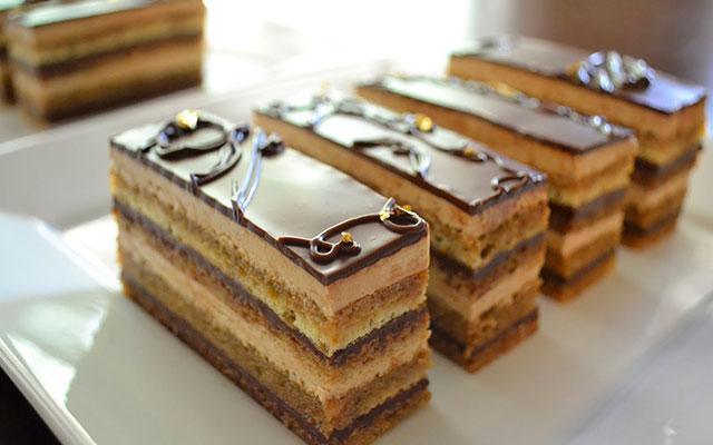Классический десерт опера