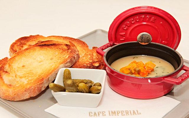 Завтрак в кафе Imperial