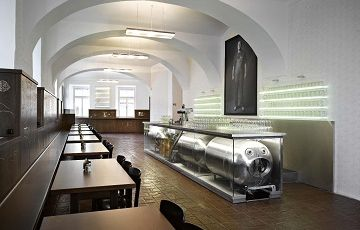 Lokál Dlouhááá, бар в Чехии